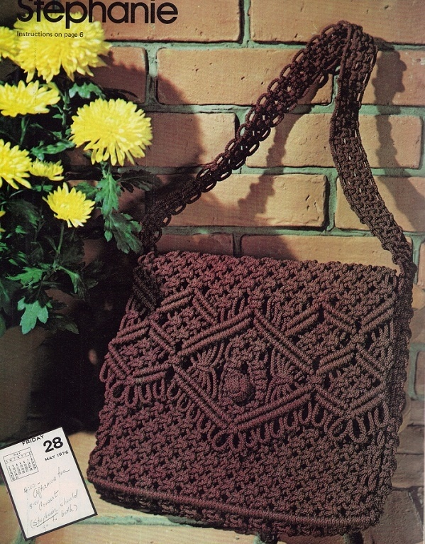 Purse Strings, Macrame Handbags... handmade by you. 14 purse designs by Liz Miller and Rose Brinkley * Knotting Diagrams * Detailed Instructions * Fu