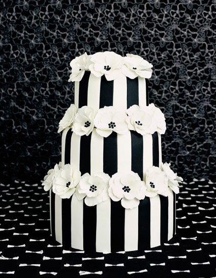 Non-traditional black and white striped wedding cake...fun!!: White Wedding, Black White Cake, Wedding Ideas, Black And White, Cake Ideas, Wedding Cakes, White Stripes, Party Ideas