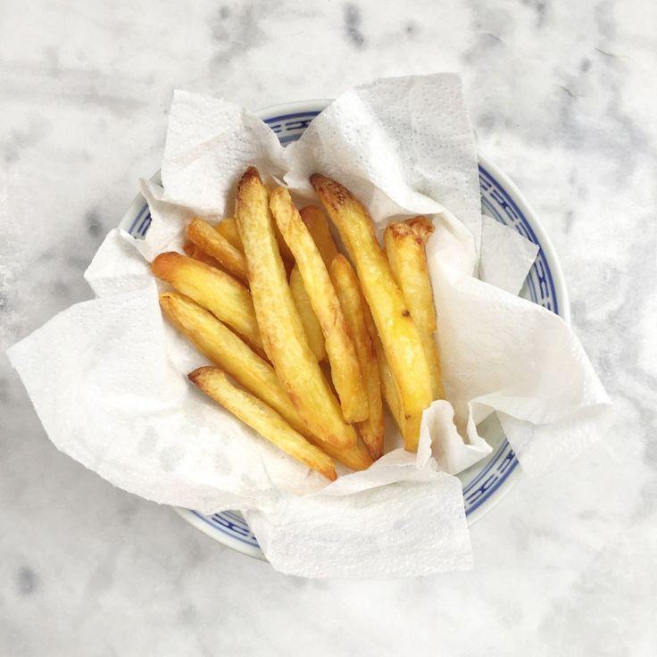 Zelf de lekkerste friet maken! Maar hoe doeje dat?friet maken die ik zo in de oven kan schuiven maar die wel onweerstaanbaar lekker zijn...  FRIET MAKEN: DE LEKKERSTE FRIET MET DIT OVEN RECEPT Zelf de lekkerste friet maken! Maar hoe doeje dat? Ik heb hier de afgelopen tijd een onderzoekje naar