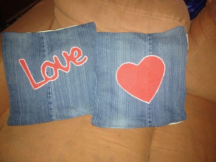 Cojín con mezclilla reciclada  San Valentín hechos por mi! Made by Me!