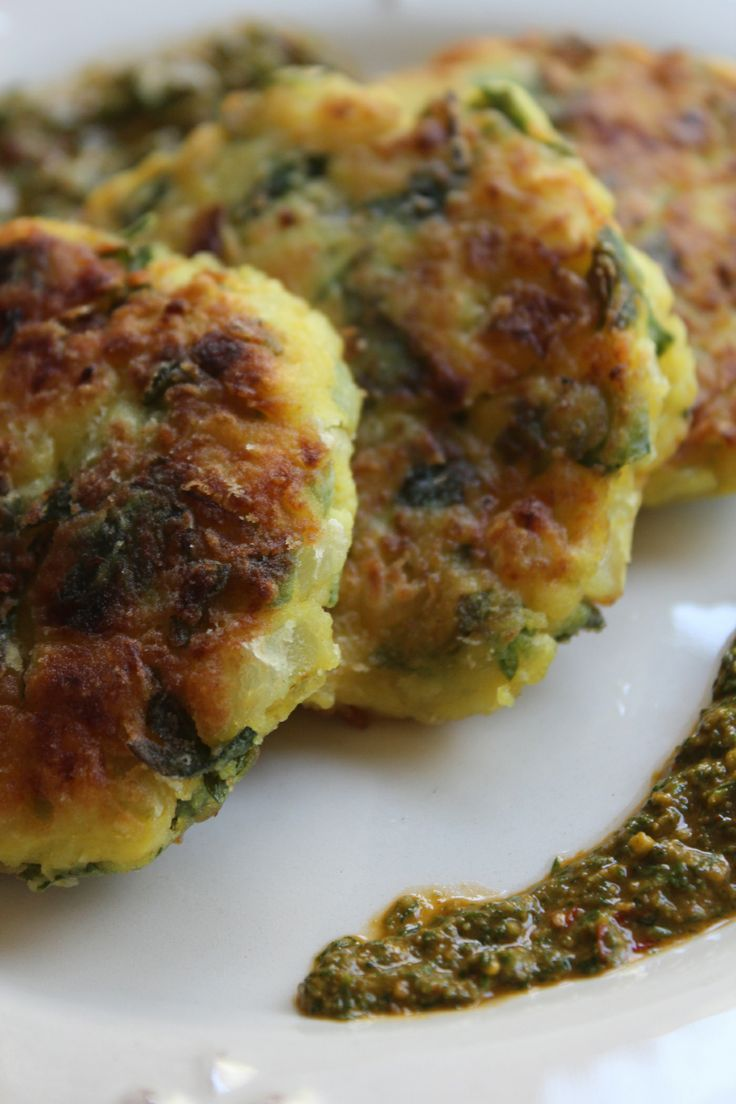 Maakouda with chermoula / Algerian fried potato patties with sauce/marinade