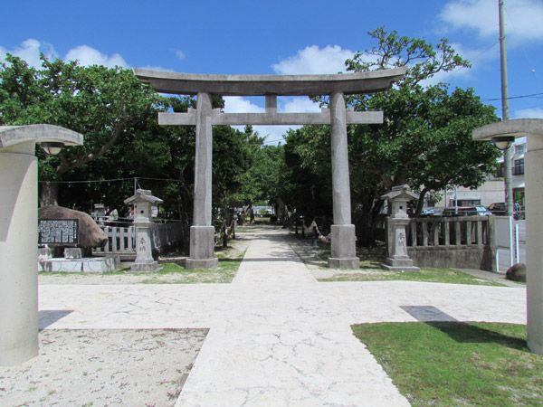 Awase Shrine (with step-by-step instructions on how to properly visit a shrine).