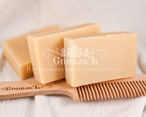 Мыло-шампунь Бей Мыло-шампунь Бейс ярким и весьма необычным пряным ароматом.Содержит эфирное масло бей, столь популярное для ухода за волосами. В состав входят и другие эфирные масла, способствующие укреплению волос и стимуляции их роста, такие как розмарин, лавандин гроссо, имбирь и цитронелла.