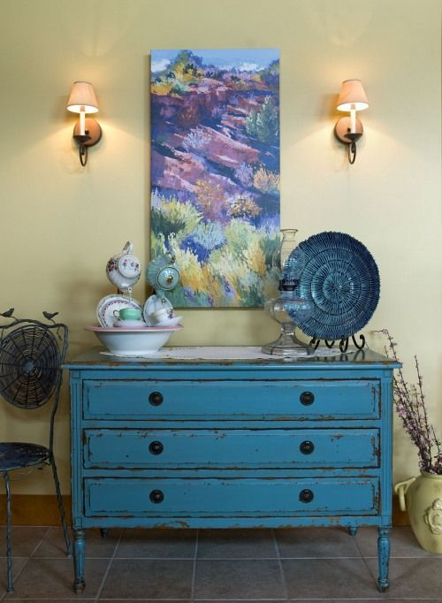 Shabby Chic style chest of drawers   Via Decorating Den at  Apartments i Like blog