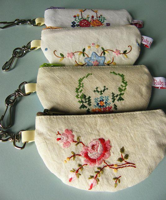 Coin purse keyrings by too crafty, via FlickrUnderbar liten nessesär i gamla broderade dukar