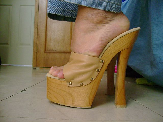 Hot Shoes, High Heel Boots, Gov't Mule, Shoes Style, Heeled Clogs, Wooden  Sandals, Models, Female Bodies, Footwear