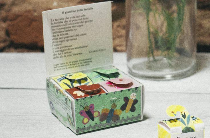 Il Giardino delle Farfalle nella sua allegra confezione contiene 4 varietà di semi di piante e fiori selezionati dagli Entomologi dell'Università di Bologna tra quelli più amati dalle farfalle e dalle loro larve. Da piantare sul davanzale di casa per portare la natura in città e osservare da vicino stupende farfalle.