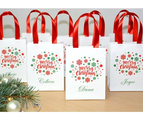 Chic Merry Christmas Gift Bags Personalized Holiday Gift Bag Etsy Holiday Personalized Gifts Merry Christmas Gifts Christmas Gift Bags