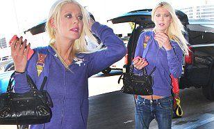 http://www.dailymail.co.uk/tvshowbiz/article-3258270/Tara-Reid-flashes-tiny-tummy-low-rise-jeans-jets-Los-Angeles.html