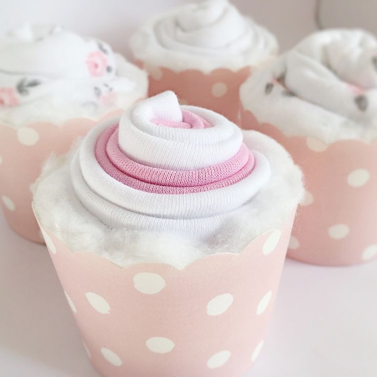 Looking for a unique gift? Why not get these cupcakes? Well baby clothes cupcakes . These unique gifts are perfect to add some essential clothing to the baby wardrobe for the first few months and look very presentable. Gift them on a baby shower.