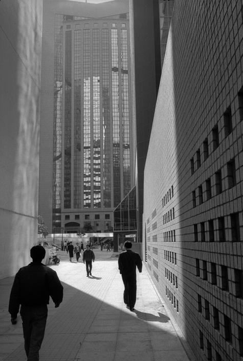 Patrick Zachmann  HONG KONG. The Wan Chai business district of the City.  http://www.magnumphotos.com/C.aspx?VP3=CMS3=SearchDetailPopupPage=2K1HZONTJS5IZ=359=2S5RYDZJMC_Y 18/10/12