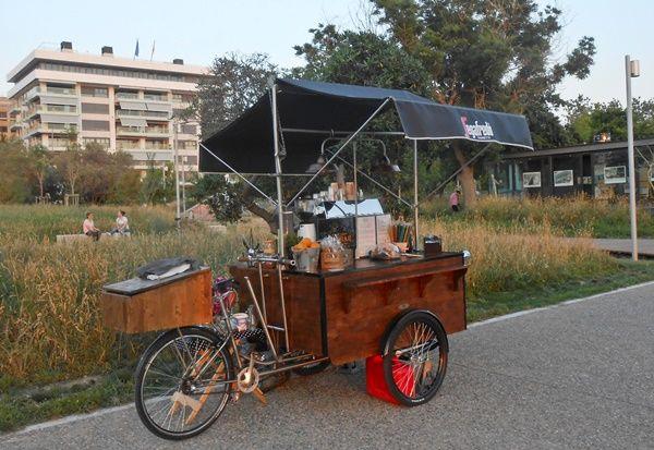 Το πρώτο μικρό καφέ μπαρ δρόμου της πόλης | Parallaxi Magazine