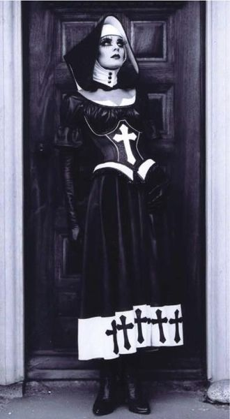 Gothic Nun (doesn't look like latex, but a nice idea for latex habit design)