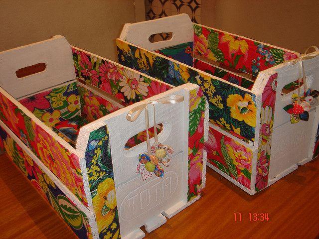 Na hora de organizar a casa o charme é usar caixas, cestas rústicas, caixotes de feira... Além de lindos eles embelezam e dão aconchego ao ...