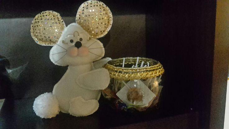 Ratón navideño. Muñeco hecho a mano.