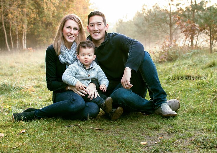 Family Portrait Photograph of a family of three. Mom, Dad and Baby #familyphotography #familyportrait #naturallight