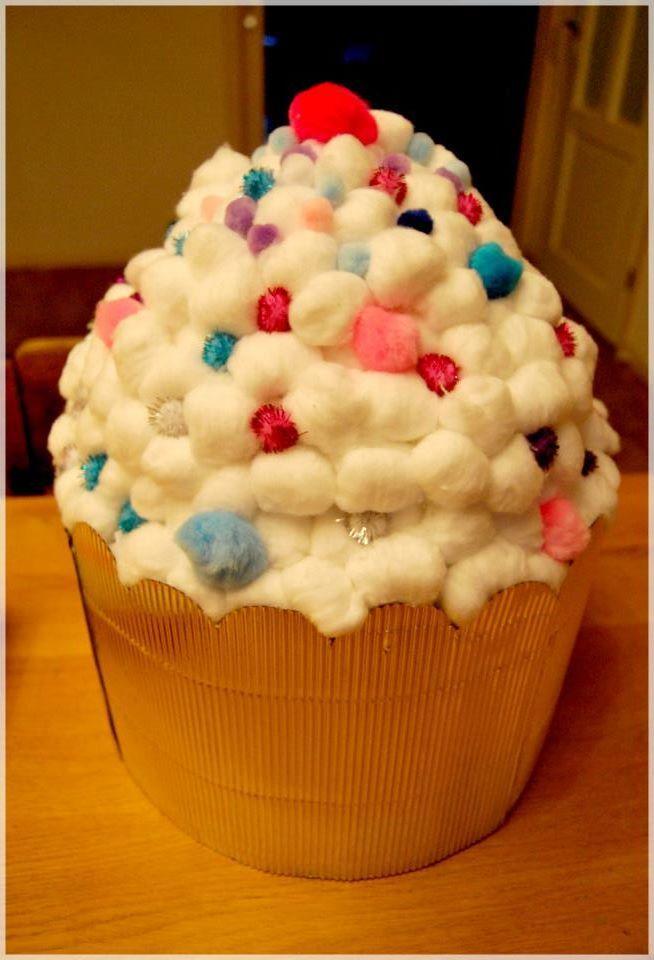 Moet jij een surprise maken, maar je weet niet wat? Deze grote cupcake is erg leuk en je kunt er veel cadeautjes in kwijt. Succes gegarandeerd!