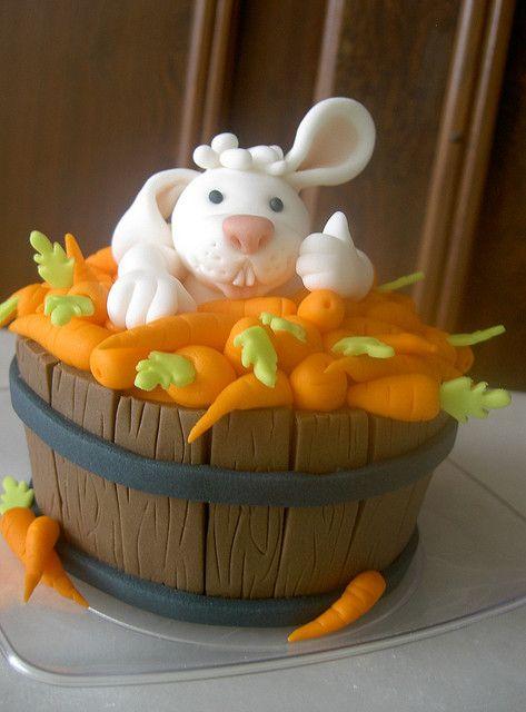 bunny rabbit in bucket eastern cake / tobbe vol met wortels en haas taart gepind door www.hierishetfeest.com