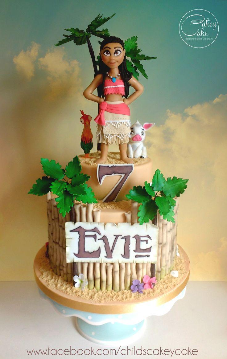 Moana cake by #cakeycake with Pua the Pig and Hei Hei the ...