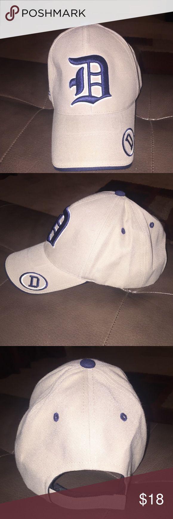 MLB Detroit Tigers Hat It has a velcro back closure. Bits khaki in color. Accessories Hats