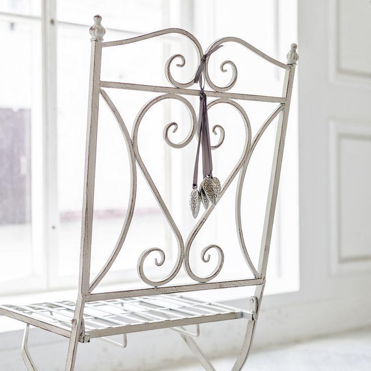 Складные стулья «Тюильри» смотрятся очень изящно. Это поистине находка для любого интерьера, в котором можно не только с легкостью расслабиться, но который станет выражением Вашей личности, продолжением Вашего «Я».  #мебель, #садоваямебель, #стул,  #металлическаямебель, #furniture, #chair, #objectmechty