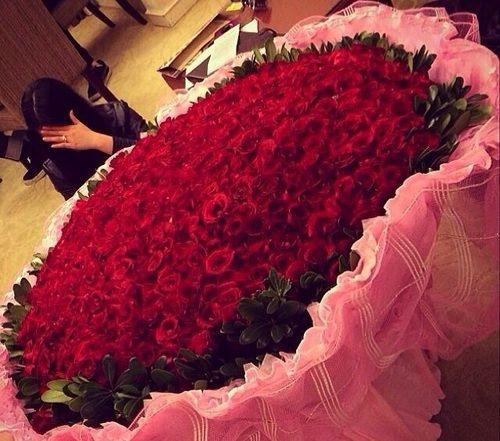 Mazzo di rose gigante ee72 regardsdefemmes - Ramos de flores grandes ...