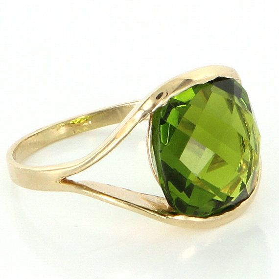 Vintage 14 Karat Yellow Gold Checkerboard Faceted Peridot Cocktail Ring Estate