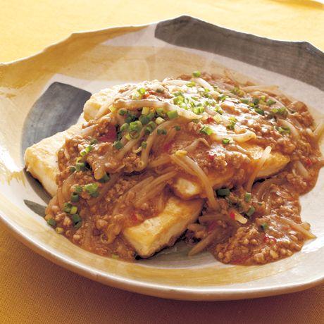 豆腐ステーキの麻婆もやしのっけ | 瀬戸口しおりさんのステーキの料理レシピ | プロの簡単料理レシピはレタスクラブニュース