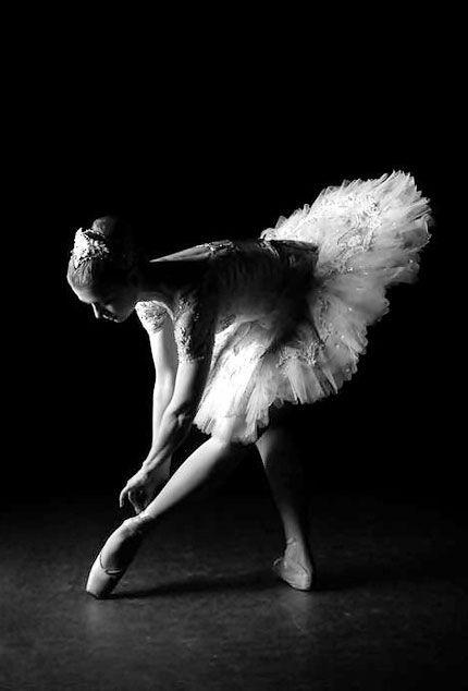 Ballerina, ballet, dancer, woman, female, feet, hands, shadow, gracious, yndefuld, beautiful, intense, photograph, photo b/w.