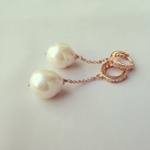 Orecchini in argento 925 placcato oro rosa. Perle di fiume e zirconi
