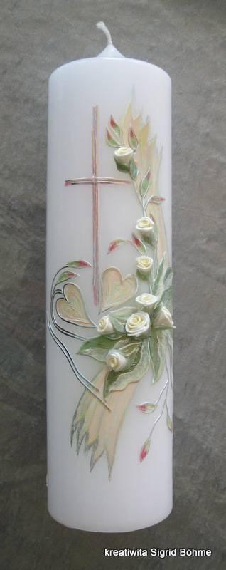 Hochzeitskerze mit weißen Rosen und silbernen Akzenten // White wedding candle with white roses and silver streaks