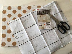 【100均リメイク】カレンダーや子供のプリント類どこに収納していますか? 壁に馴染む コルクボードの作り方。リメイクシート壁紙を使って目立たず目につく場所に。