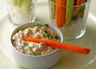 Com ou sem a coalhada, os palitos de legumes são ótimos para colocar na lancheira, muito práticos!