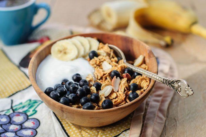 Med en proteinrik frukost blir det lättare att hålla vikten (eller gå ner i vikt för dig som behöver det). Här följer 6 goda och proteinrika frukostar att variera mellan som ger dig den ultimata starten på dagen för att nå dina mål.