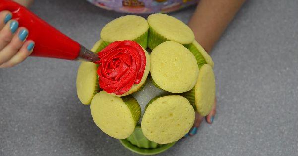 Des astuces pratiques pour monter le plus beau bouquet de cupcakes possible!                                                                                                                                                      Plus
