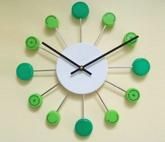 Upcycle Us: A clock made with bottle caps