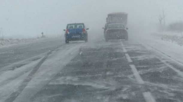 CNAIR anuntă participantii la trafic că începând cu ora 17:30 a fost închis sectorul dintre km 9+140 – 84+911, de pe DN 24D din cauza viscolului si ninsorii abundente din zonă