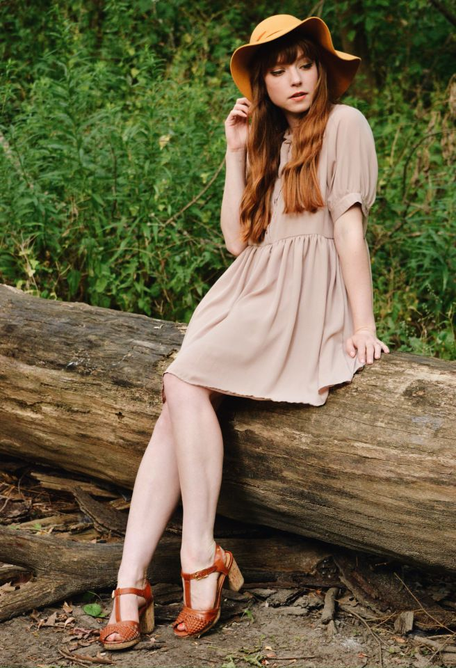 vintage-dress-with-hat