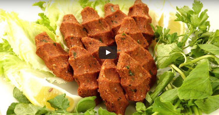 Herkesin sevdiği bir lezzetin yapılışını sizlere videolu olarak hazırladık. Etli çiğ köfte tarifi de var. Etsiz çiğ köfte de . Biz bugün etsiz olanından ya