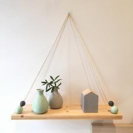 Estanterías hechas a mano de madera. En Tu Bebebox tenemos estanterías bonitas y originales para decorar la habitación del bebé y de los niños.