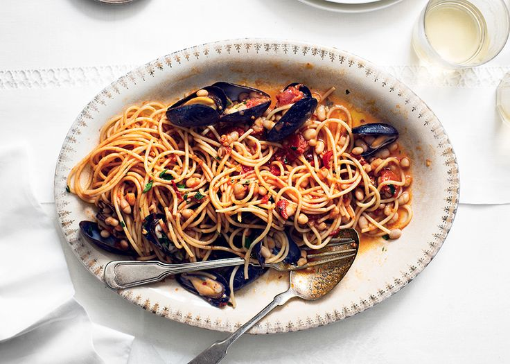 Spaghetti with Mussels and White Beans - Bon Appétit