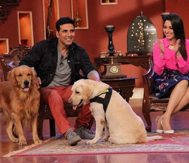 Comedy Nights With Kapil: Akshay Kumar gets kiss of luck by Dadi, Sonu Sood flaunts his abs