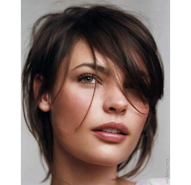 Coupe Destructurée. short straight brown hair. the shorter cut might easily grow into this