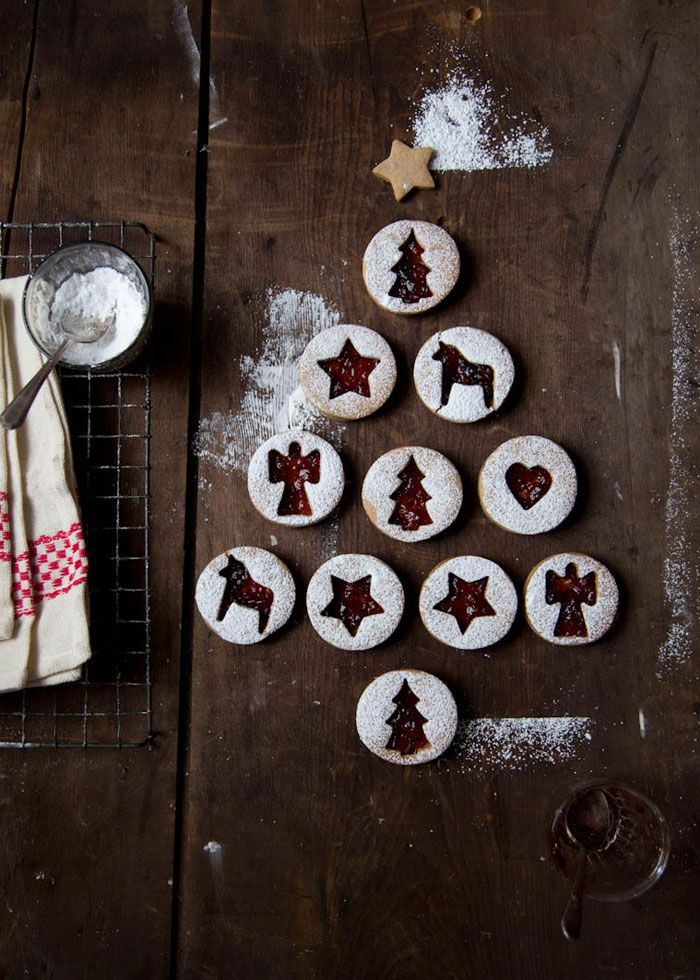 Raspberry Linzer Cookies ~ love the idea of plating the cookies in a Christmas Tree formation ~  via this blog, Cavoletto