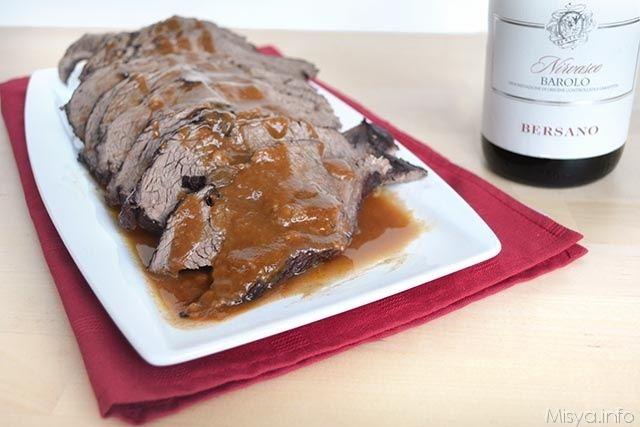 Il brasato al barolo è un piatto tipico piemontese, si tratta di un arrosto di carne cotto nel vino, barolo ovviamente. E' un secondo piatto importante e