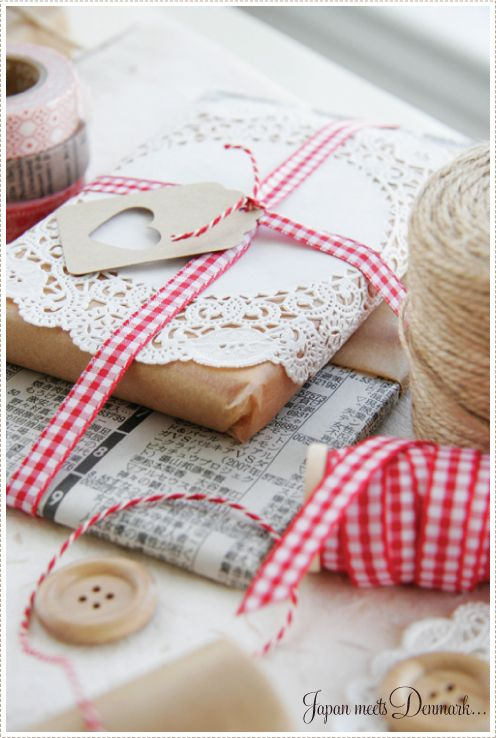 Gift wrap: doilies newspaper and kraft paper