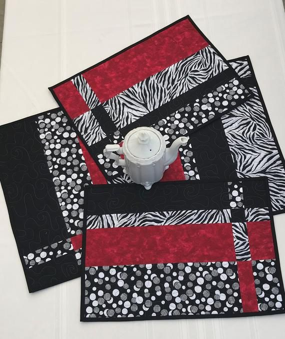 Quilted Placemat Set Of 4 Red Black And White Placemats Modern Placemats Handmade Placemats Pieced Placemats Table Decor Quilted Placemat Patterns Placemats Patterns Modern Placemats