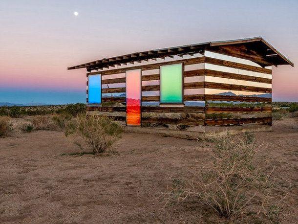 Verlaten hut verandert in een discobal
