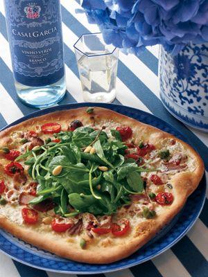 Prosciutto Pizza topped with Arugula Salad; recipe at Veranda.comItalian Cuisine, Arugula Pizza, Blue Plates, Italian Food, Pizza Pizza, Pizza Pies, Blue White 3, Grilled Pizza, Pizza Tops