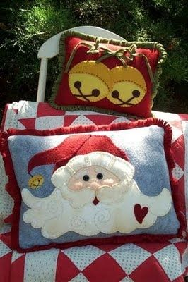 Cute Christmas Pillows! I really want to make these.
